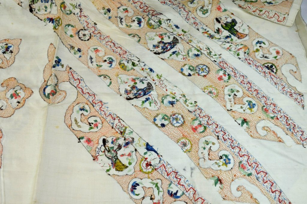 Qing Dynasty Chinese Un-Cut Silk Embroidery - 9