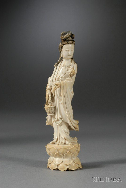 438: Ivory Carving, China, 18th century, standing figur