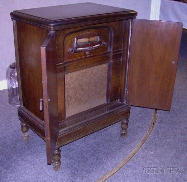 630: Walnut RCA Victor Console Radio, with hinged doors