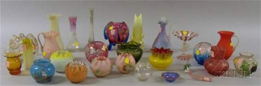 692 Twentyeight Pieces of Assorted Enameled and Color