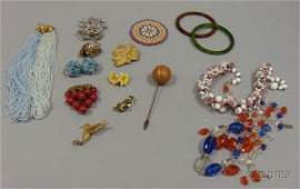 342 Small Group of Assorted Vintage Costume Jewelry i