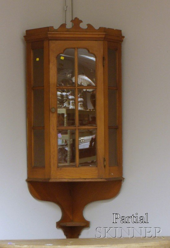 514: Pair of Queen Anne Style Glazed Pine Hanging Corne