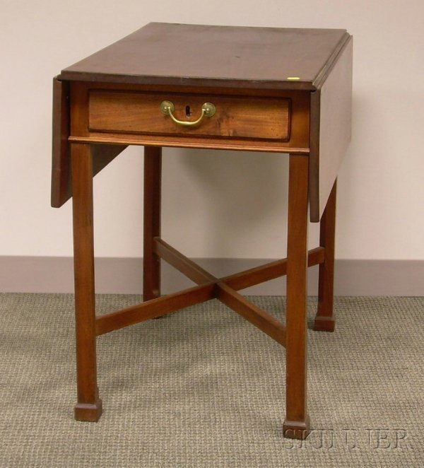 513: Chippendale Mahogany Drop-leaf Pembroke Table with
