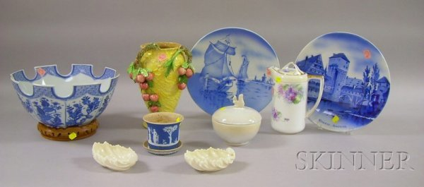 519: Ten Pieces of Miscellaneous Porcelain and Pottery,