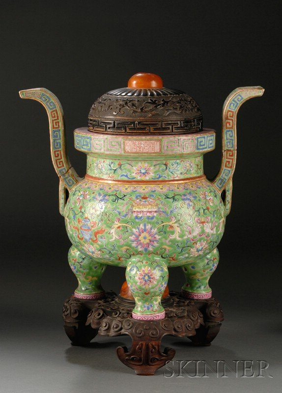 698: Porcelain Censer, China, Ch'ia Ch'ing mark (1796-1