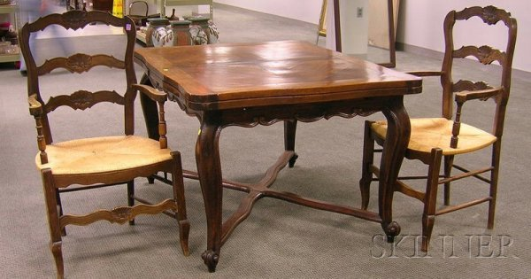 515: French Provincial Carved Oak Extension Dining Tabl