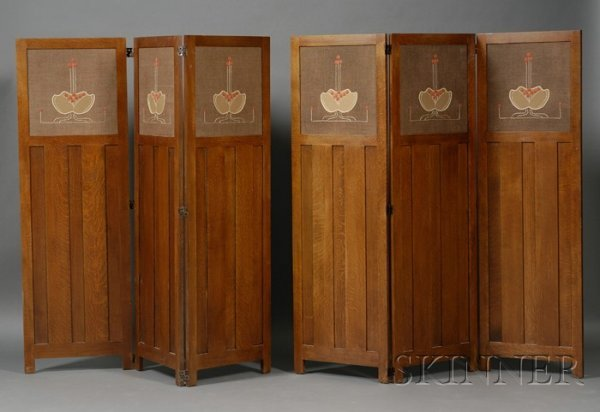 16: Pair of Arts & Crafts Style Screens Oak and natural