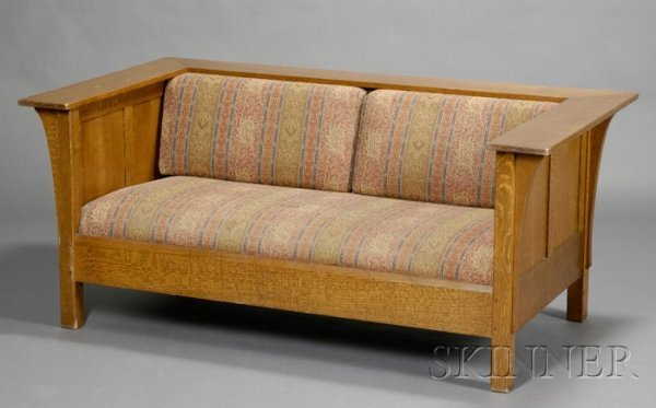 23: Arts & Crafts Prairie-style Settee Oak and upholste