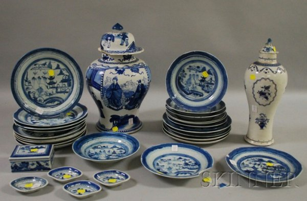 733: Thirty Blue and White Chinese Export Porcelain Ite