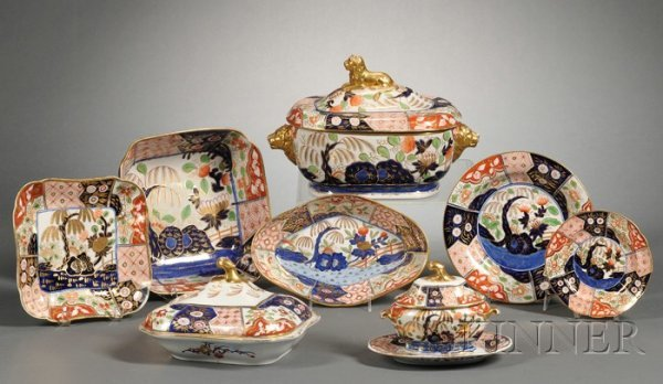 16: Extensive Assembled Imari Decorated Porcelain Dinne