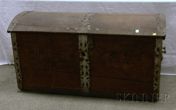 522: Dutch Iron-mounted Wooden Dome-top Trunk, the fron
