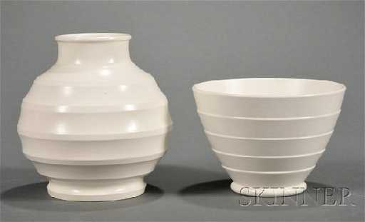364 Two Wedgwood Keith Murray Annular Ware Vases Engl