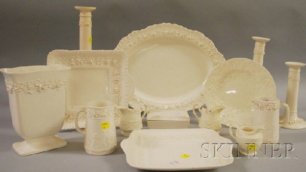 520: Fourteen Wedgwood Queen's Ware Table Items, a vase