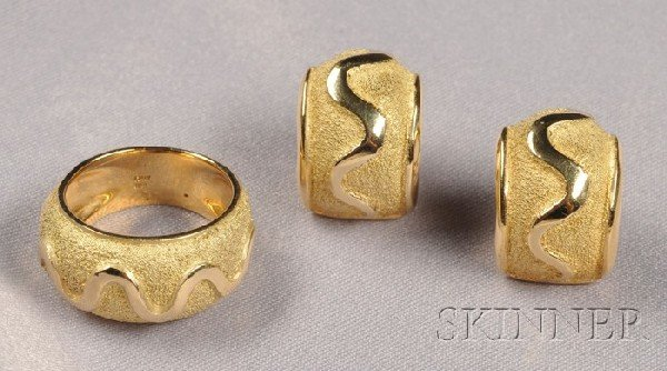 20: 18k Gold Suite, Italy, the ring and earclips of tex