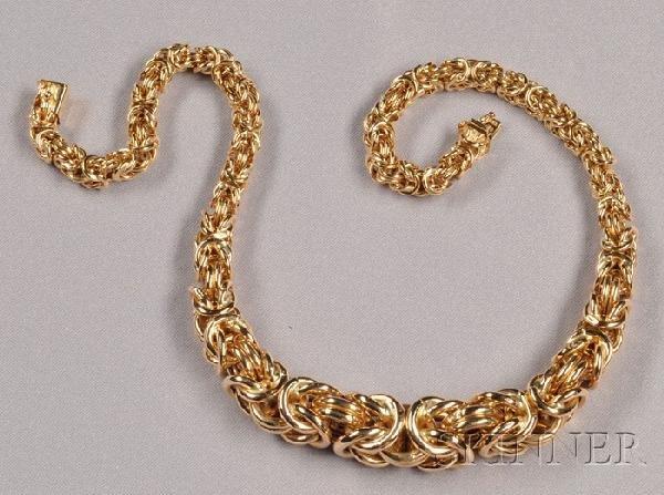 21: 14kt Gold Necklace, Unoaerre, of graduating Byzanti
