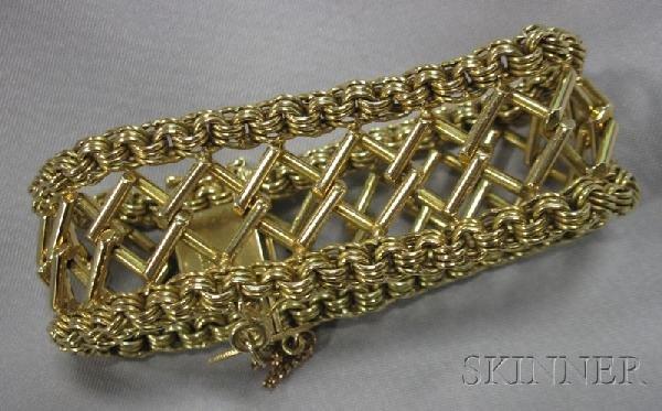 22: 18kt Gold Bracelet, of fancy bar links with circula