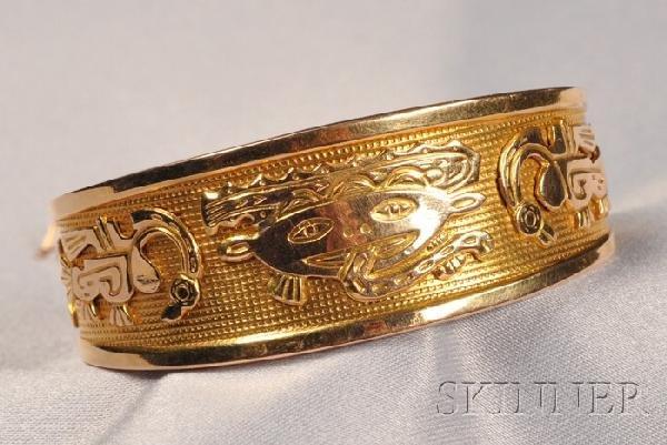 23: 18kt Gold Cuff, with various Aztec motifs, 18.5 dwt