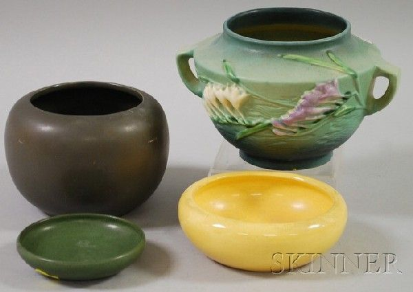 Four Pieces of Assorted Art Pottery, a small Marb