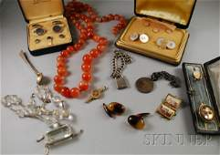 600: Small Group of Jewelry, including two gentleman's