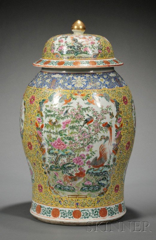 517: Chinese Export Porcelain Famille Jaune Covered Jar