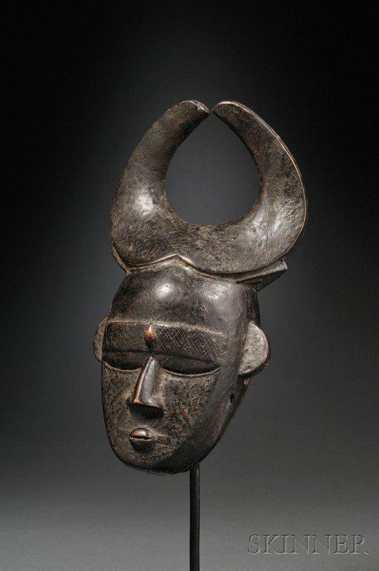 205: African Carved Wood Mask, Ligbi, a Djimini miniatu