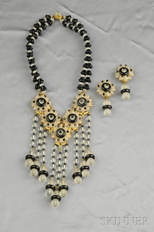 17: Frosted Glass and Faux Onyx Glass Bead Necklace and