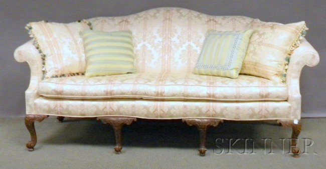 521: Chippendale Rococo-style Damask Upholstered Camel-