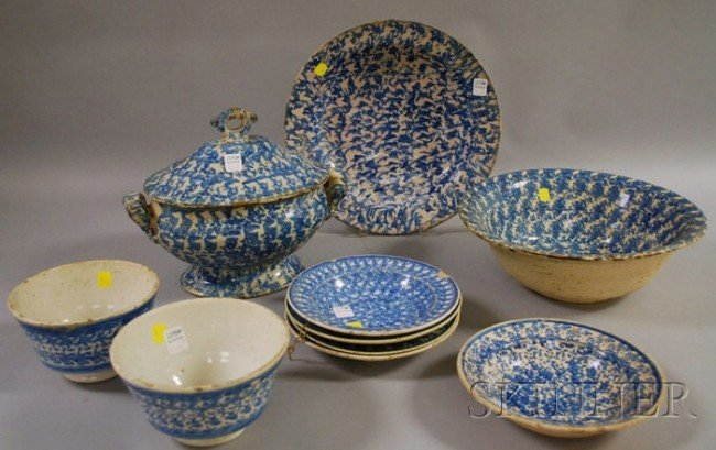 524: Ten Pieces of Blue and White Decorated Spongeware,
