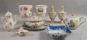 1021 Ten Pieces of Modern Decorated Porcelain and Pott