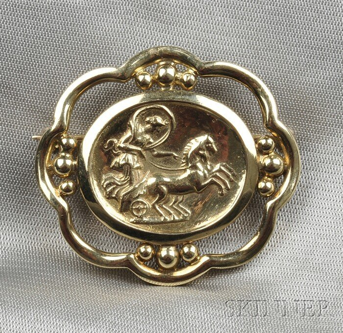 13: 18kt Gold Brooch, Helen Woodhull, 2002, depicting a