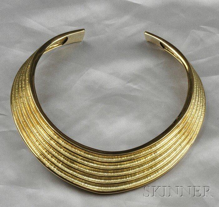 20: 18kt Gold Necklace, a ribbed design hammered torque