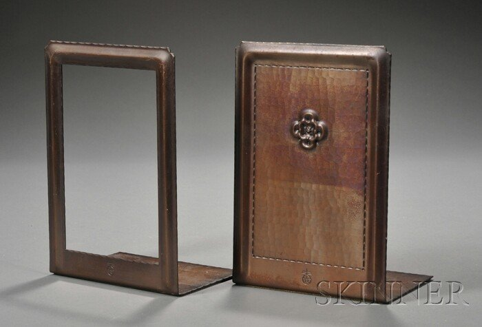 22: Pair of Roycroft Bookends Hammered copper East Auro