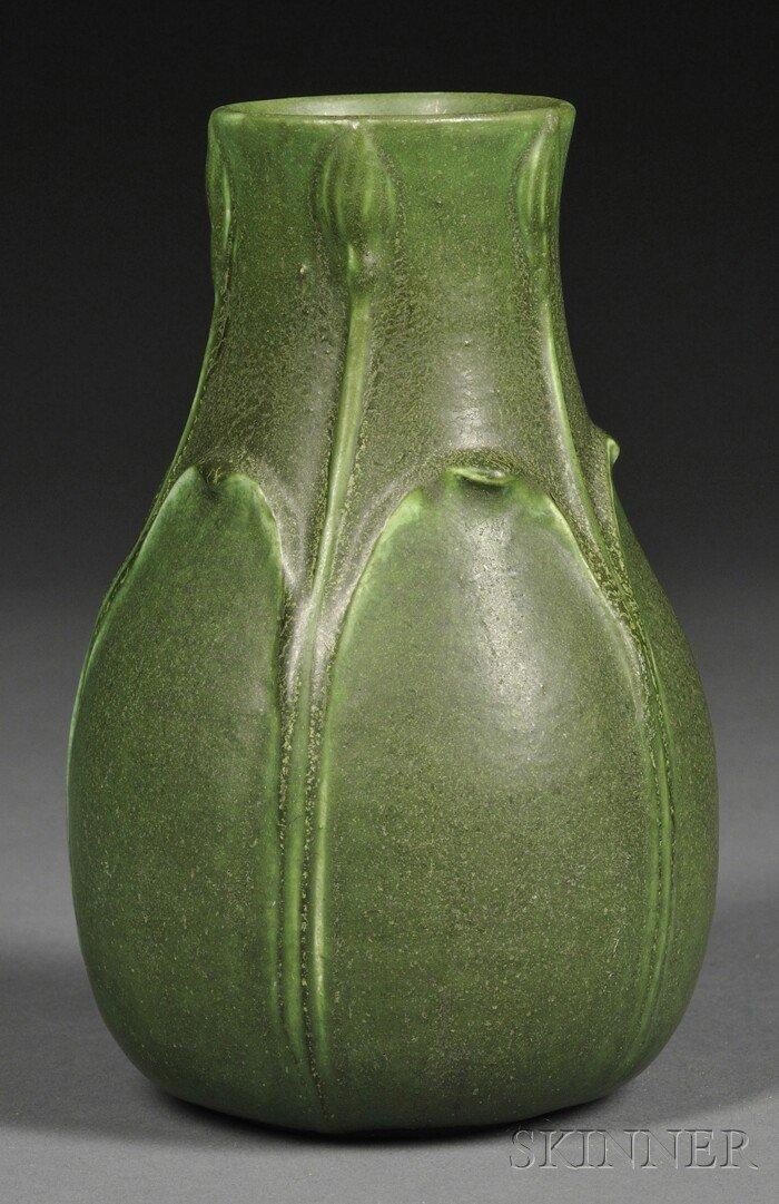 24: Grueby Faience Co. Vase Glazed pottery Boston, Mass