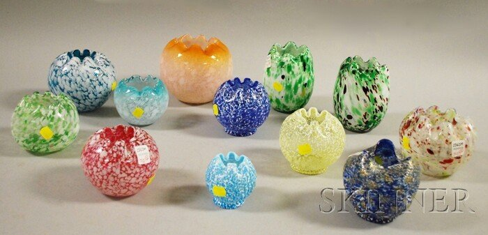 712: Twelve Fenton Art Glass Rose Bowls, including seve