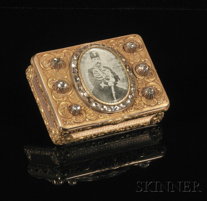 4: Fine French Bicolor Gold and Diamond-mounted Snuff B