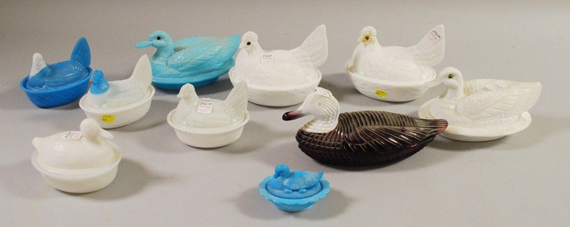 704: Ten Assorted Pressed Glass Hen- and Duck-on-Nests,