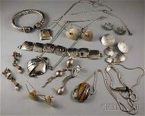 219A: Group of Sterling Silver Jewelry, including a gem