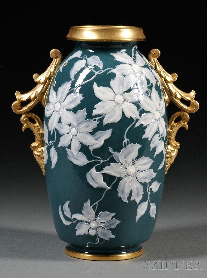 25: Grainger Worcester Porcelain Pate-sur-Pate Vase, En