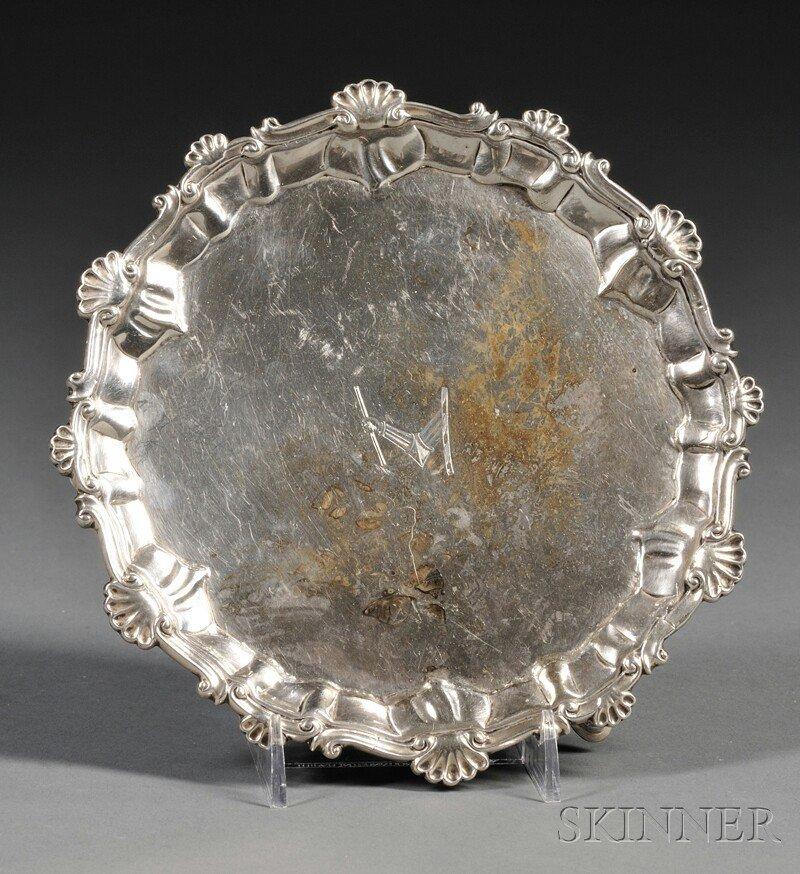 10: Small George III Silver Salver, London, 1764, Ebene