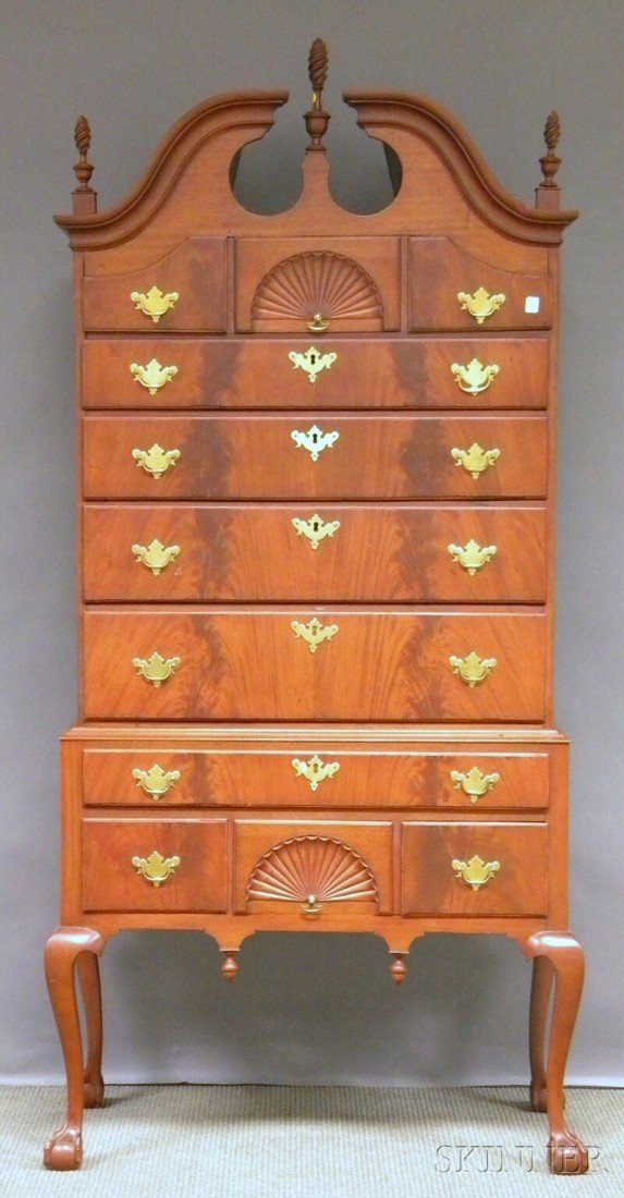 842: Chippendale-style Carved Mahogany and Mahogany Ven