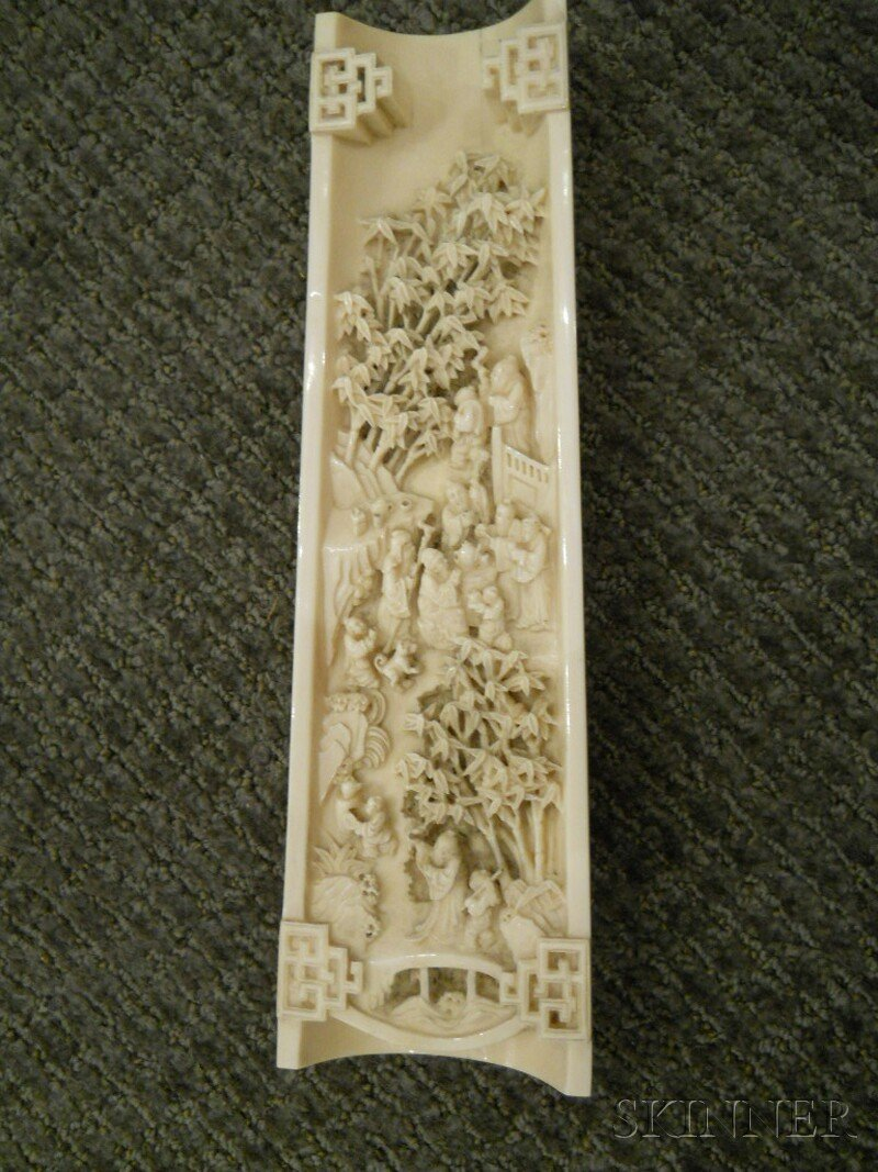 Ivory Wrist Rest, China, 19th century, top carved with - 2