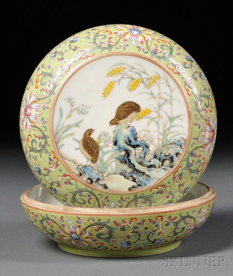 Porcelain Covered Box, China, 19th/20th century, round,
