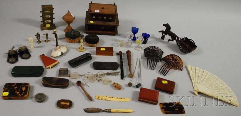 1097: Lot of Small Miscellaneous and Collectible Items,