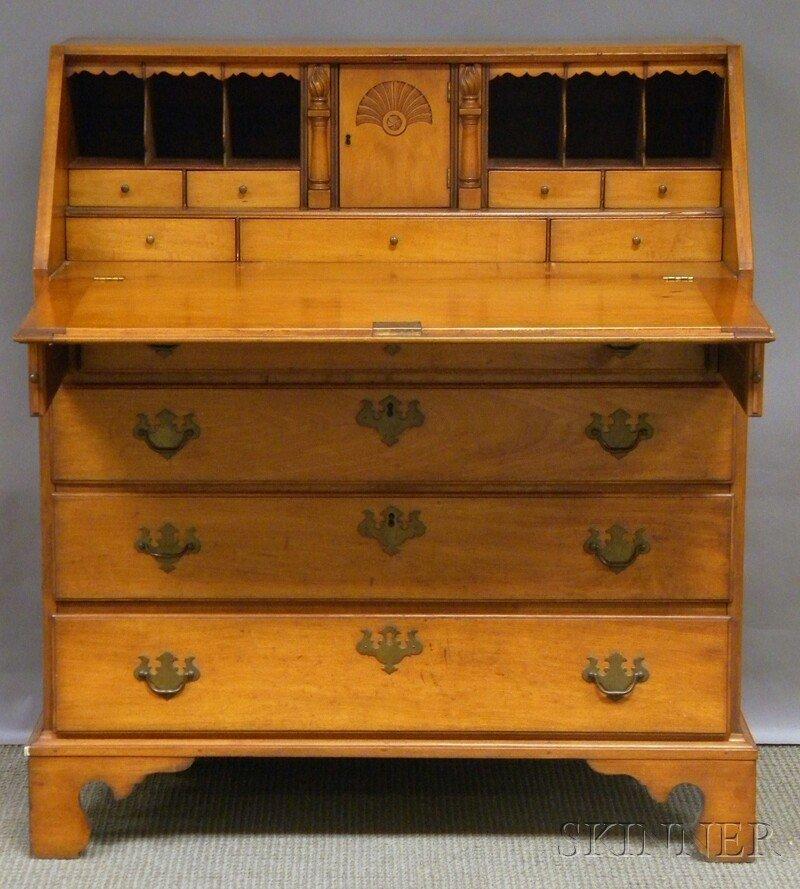 706: Chippendale-style Maple Slant-lid Desk, 20th centu