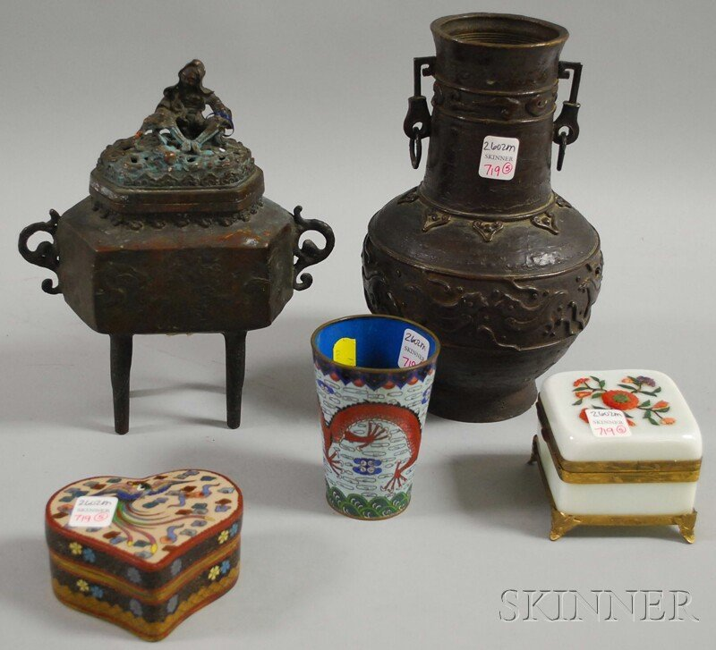 719: Five Assorted Chinese Decorative Items, a bronze v