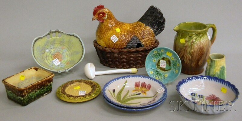 967: Twelve Pieces of Majolica and Pottery, a hen-on-ne
