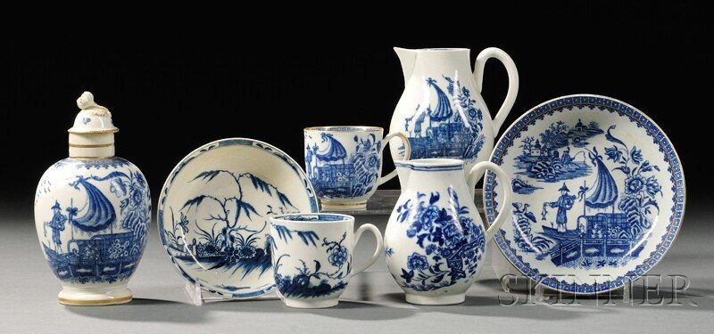12: Five Worcester Porcelain Blue-decorated Items, Engl