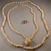 550 Three Cultured Pearl Jewelry Items a 10kt gold ri