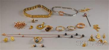 576: Small Group of Gold Jewelry, including two 10kt go