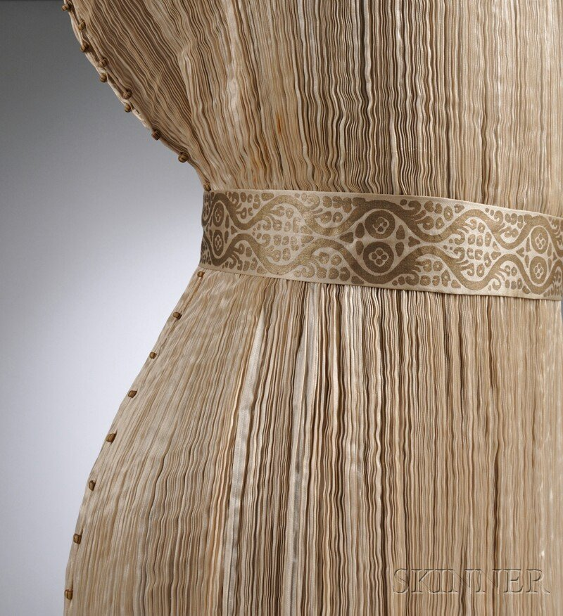 """642: Mariano Fortuny Silk Pleated """"Delphos"""" Gown with M - 7"""